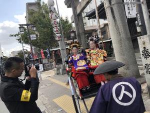 湯房蔵屋JOB(女の子求人)サイト_花魁撮影同行_プロのカメラマンは許可を受けた腕章をつける必要があります。